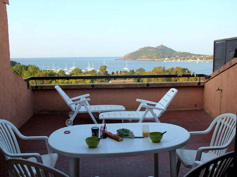 terrasse   petit déjeuner sur la terrasse