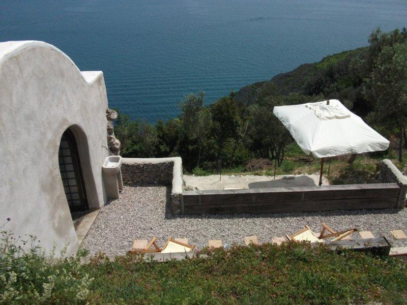 Romantica suite de charme con terrazza sul mare di Amalfi e con parchggio privat, vacation rental in Erchie