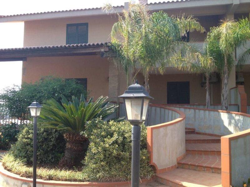 Spettacolare Villa nella Riserva Naturale di Cava Grande con 8/12 posti letto, casa vacanza a Avola