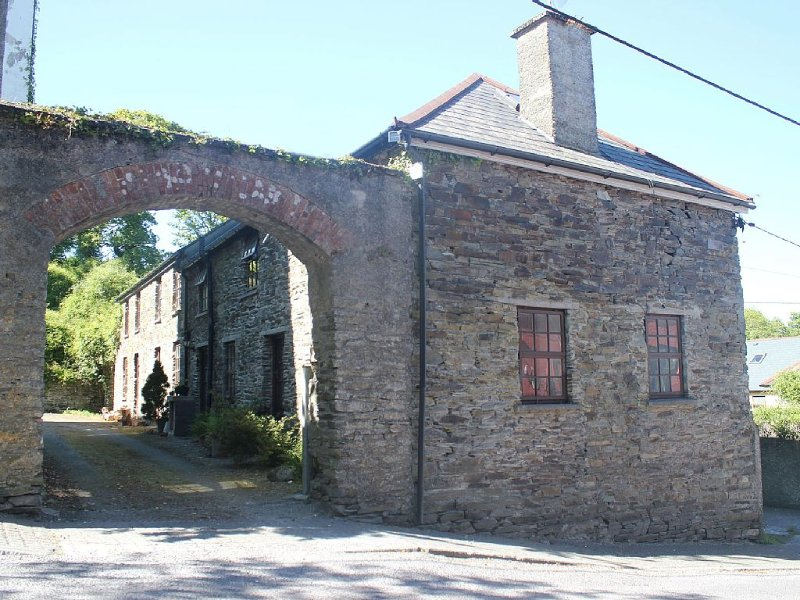 Stable Converted Cottage In The Heart Of Castletownshend, vacation rental in Glandore