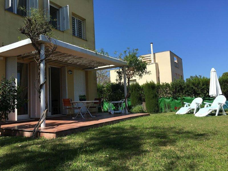 Chalet moderno, independiente,  en el área metropolitana de Sevilla, aluguéis de temporada em Espartinas