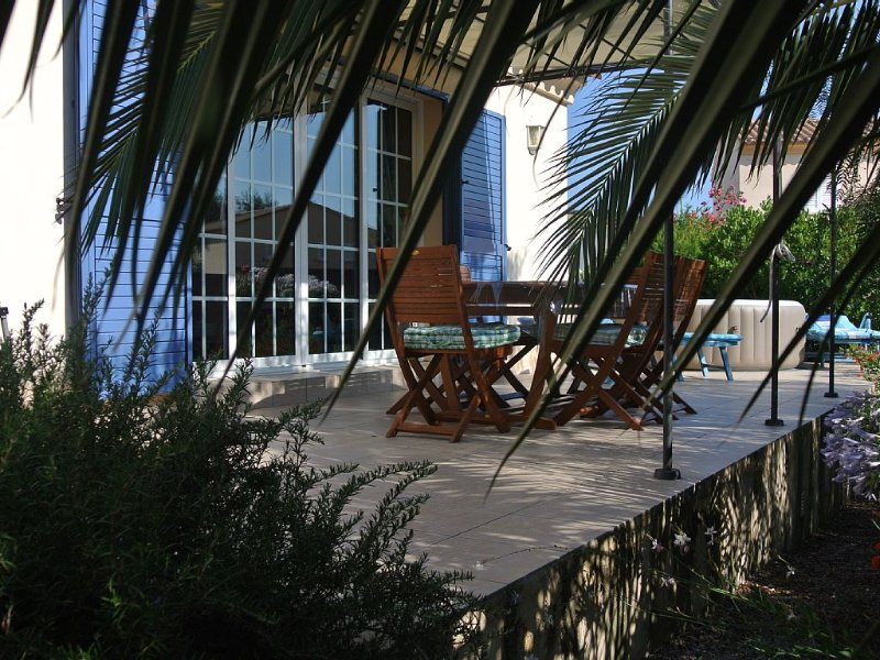 Maison dans résidence privée avec jardin et terrasses, holiday rental in Santa Reparata di Balagna