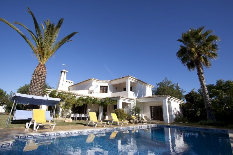 Fantastic Villa at Algarve for Rent with WIFI, vacation rental in Albufeira