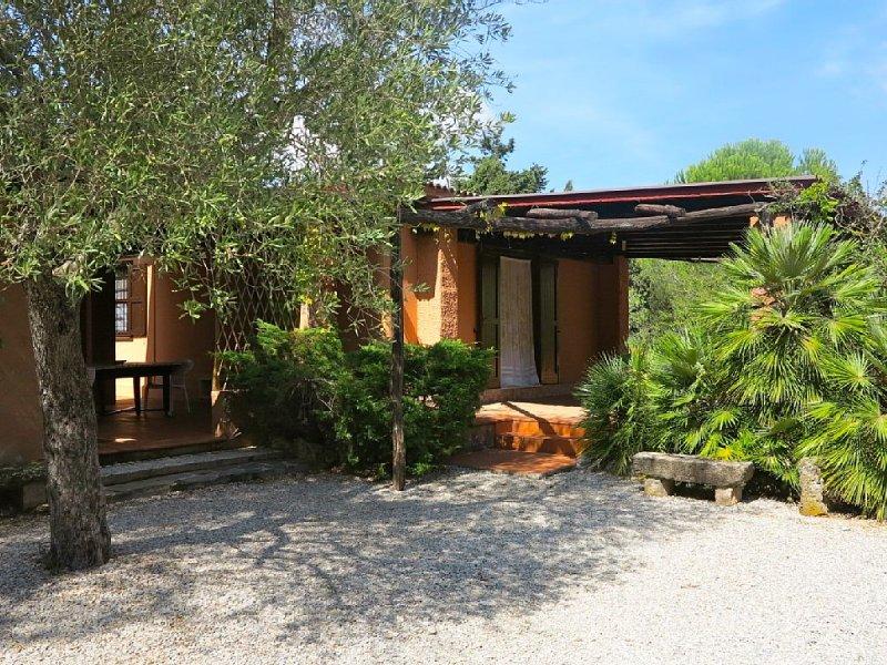 Podere le Bombarde, a 150 metri dal mare, per 5 persone, con giardino e verande, location de vacances à Alghero