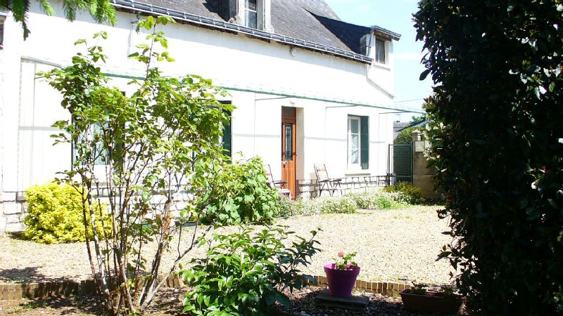individual house with five main rooms on the same levelHouse with gardenHouse w, alquiler vacacional en Les Rosiers sur Loire