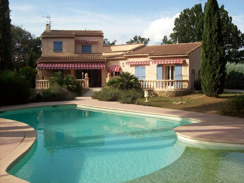 Delightful 4 Bedroom Villa With Private Heated Pool And Air Conditioning, holiday rental in Vidauban
