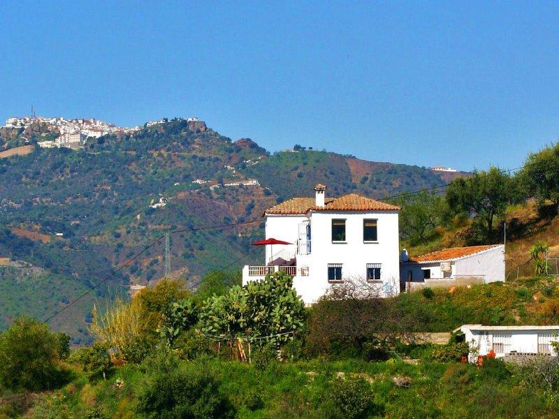 idyllic rural house on a fantastic location, holiday rental in Benamocarra