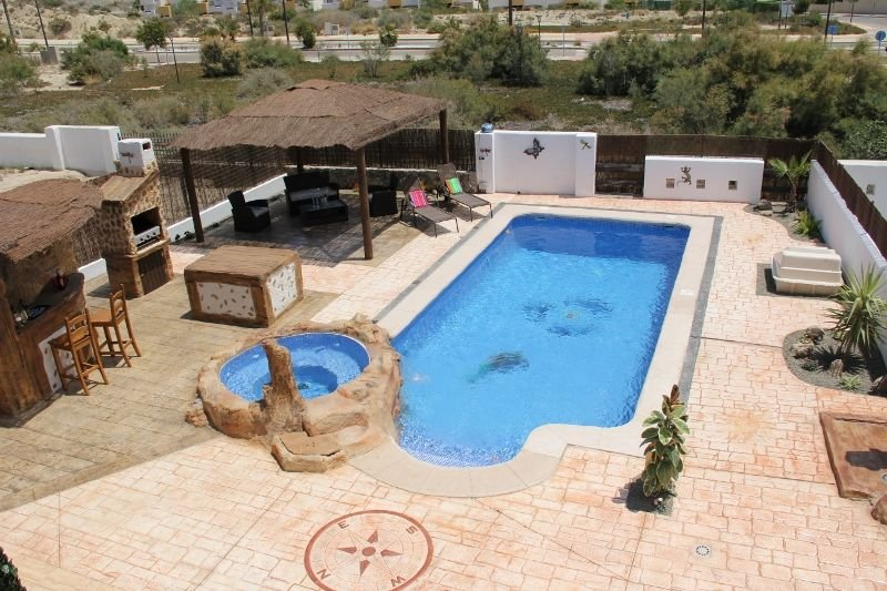 Beautiful 3 Bed Detached Villa, Heated Swim Pool & Jacuzzi, Wifi, SKY tv, BBQ, vacation rental in Playas de Vera