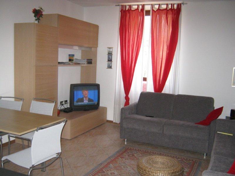 Appartamento per 4-5 persone ben arredato, vakantiewoning in Nago-Torbole
