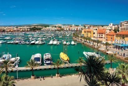 Vilamoura - Luxury Apt (Walk to Marina/ Beach) RECOMMENDED!, Ferienwohnung in Quarteira