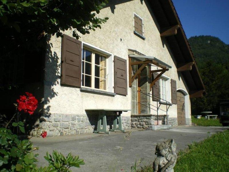 Maison  confortable à 1500m des pistes de ski alpin, casa vacanza a Onnion