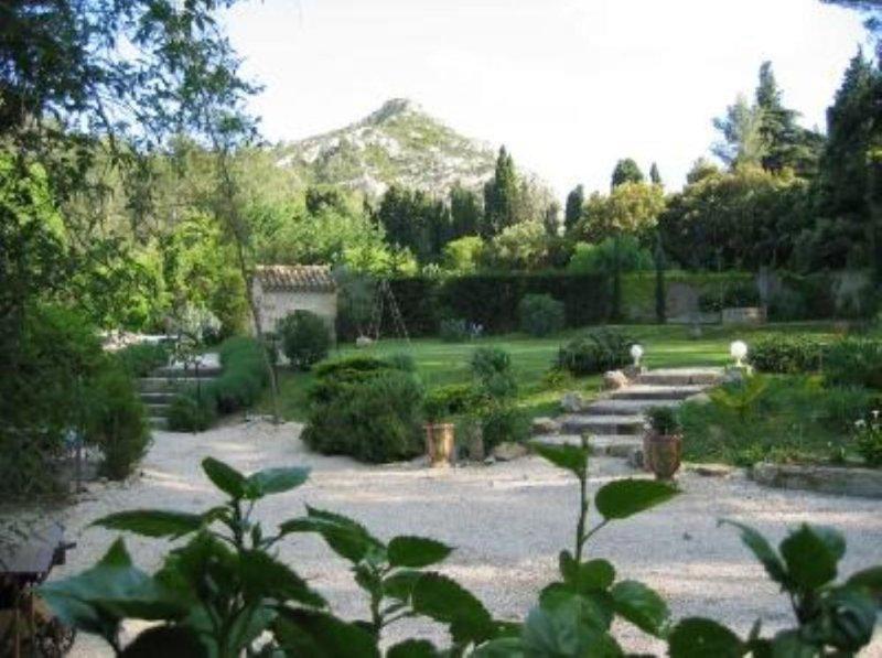 Mas dou Calan , au coeur des Alpilles, grande piscine ,St Rémy de provence, holiday rental in Saint-Remy-de-Provence