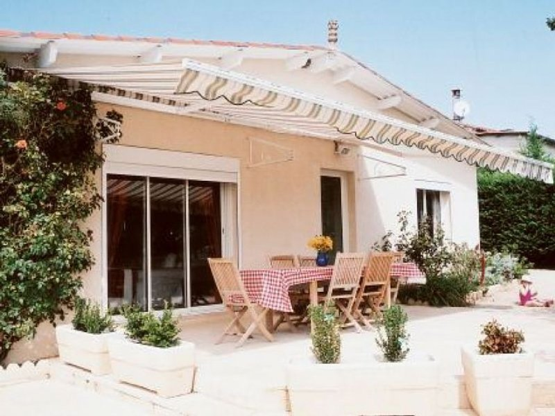Traditional House In Beautiful Rural Setting With Private Pool, Garden And Patio, holiday rental in Lalbenque