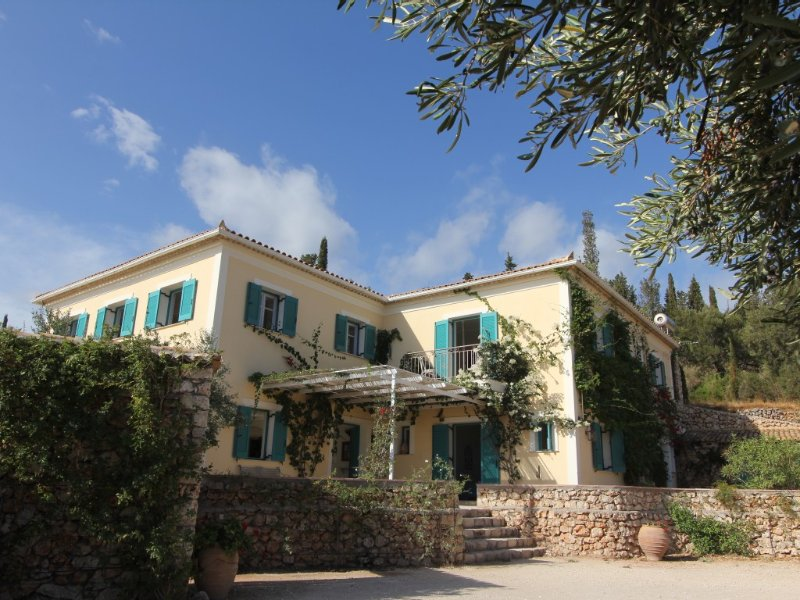 Luxury Classic Built Villa With Stunning Sea Views And Private Pool, holiday rental in Varvara