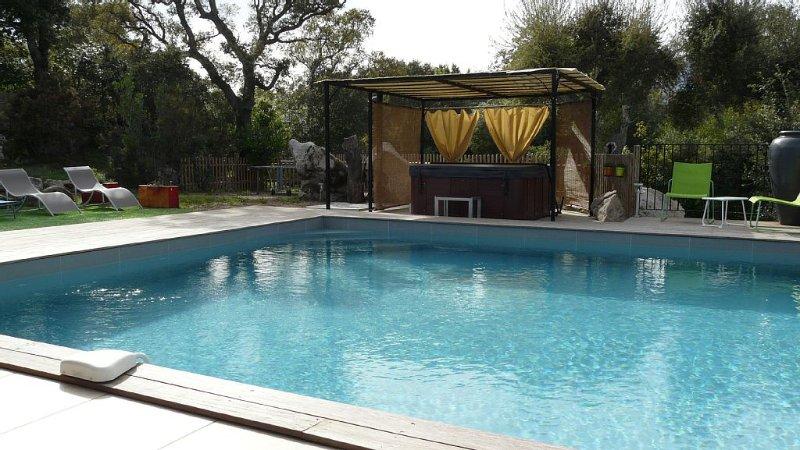 villa sotta-porto vecchio en pleine campagne piscine chauffée et jacuzzi, vacation rental in Sotta