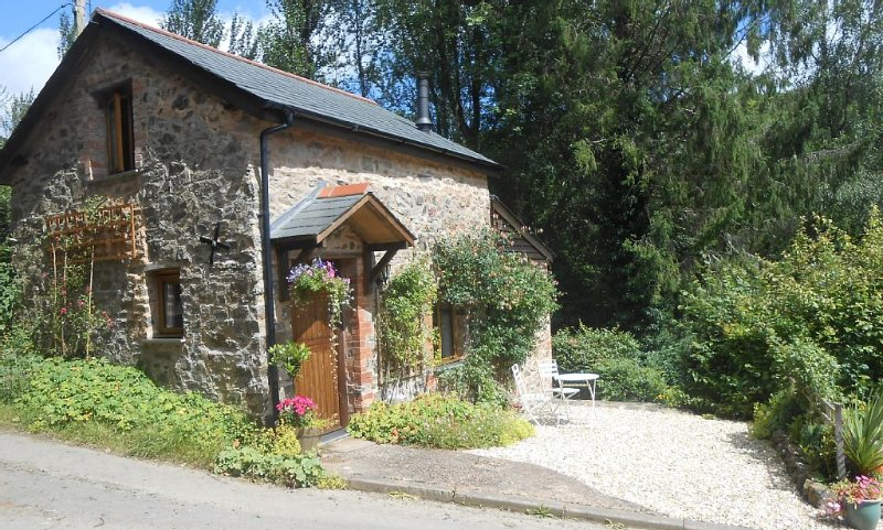 One Bedroom Detached Character Cottage, vacation rental in Knowstone