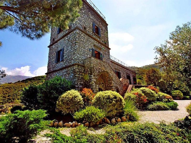Relais La Torricella - Villa in Penisola Sorrentina, vacation rental in Arola-Preazzano