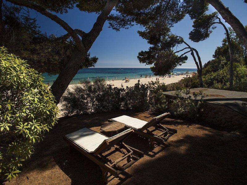 villa esclusiva fronte mare accesso diretto spiaggia con piscina privata, vacation rental in Santa Margherita di Pula