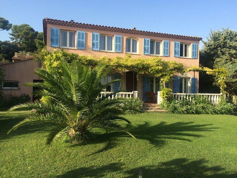 Grande villa pour réunion famille/amis -14 pers - grand jardin, location de vacances à Port-de-Bouc