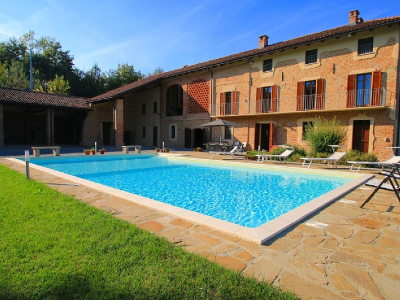 Magnificent Villa in Monferrato Wine Region of Piedmont, holiday rental in Province of Alessandria