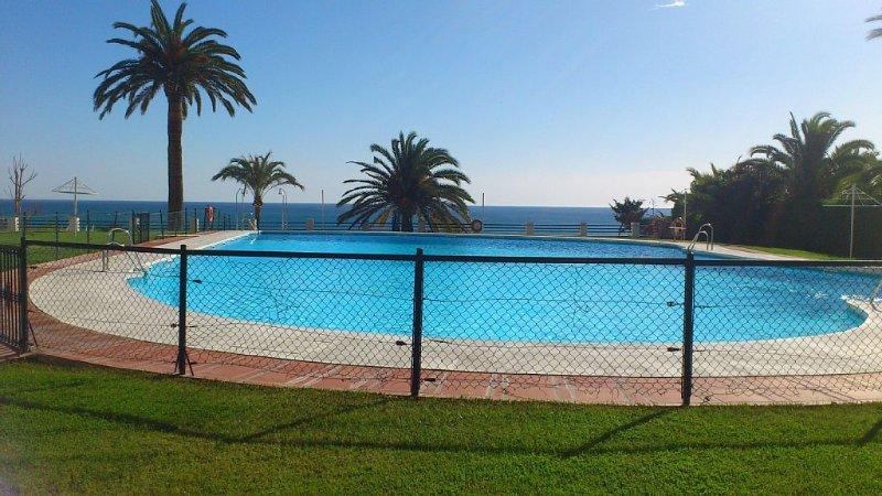 Fabuloso apartamento 1ª línea. Espectaculares vistas al mar. Piscina. WIFI., holiday rental in Torremolinos