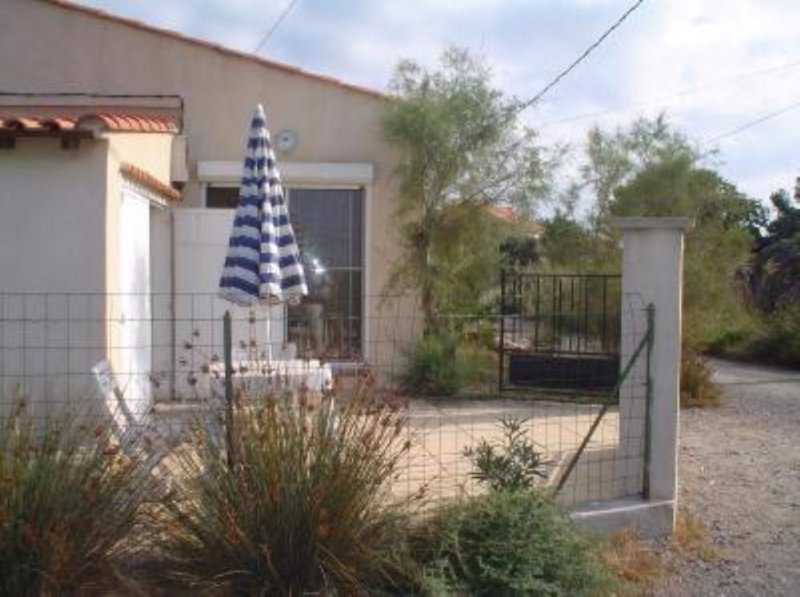 Maison avec jardinet proche mer, casa vacanza a Port-Saint-Louis-du-Rhone