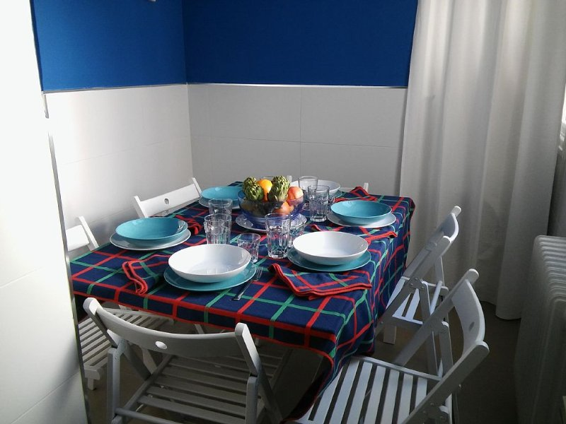 Large, modern, group friendly apartment in the heart of Granada, holiday rental in Granada