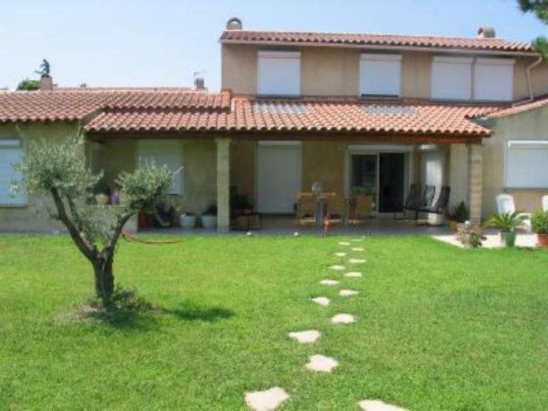 AVIGNON  Grande maison climatisee proche du CV pour accueillir 5 à 10 adultes., holiday rental in Avignon