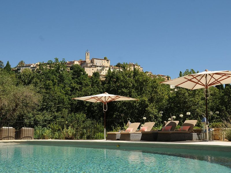 Magnificent Villa With Pool Enjoying Idyllic Views Of Town., location de vacances à Grasse