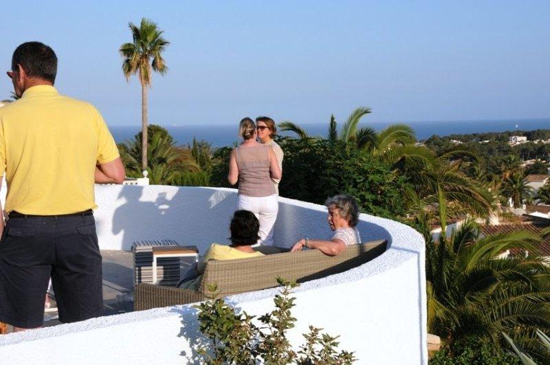 NIEUW GERENOVEERD - FULL AIRCO - WIFI - PRIVACY - ZEEZICHT - VERWARMD ZWEMBAD, vacation rental in La Llobella