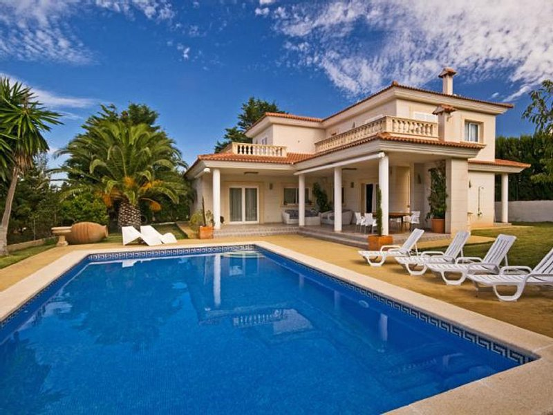 Exclusiva Villa con piscina privada, terrazas y vistas., holiday rental in Puig de Ros