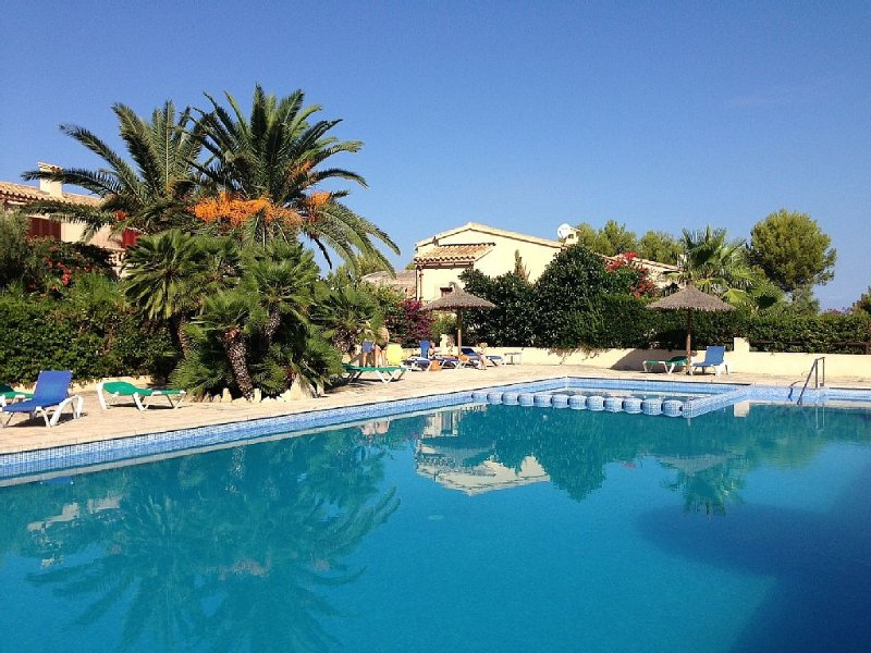 Villa with Sea and Mountain Views and Shared Pool., holiday rental in Colonia de Sant Pere