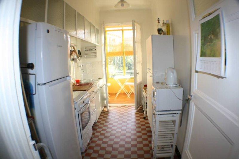 Aix centre, T2 de 75m2 à 7 minutes  à pied du cours Mirabeau, immeuble standing, holiday rental in Aix-en-Provence