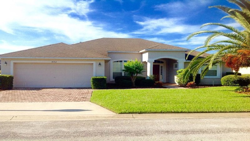 Disney Area,affordable luxury,large modern villa with spa and pool, vacation rental in Davenport