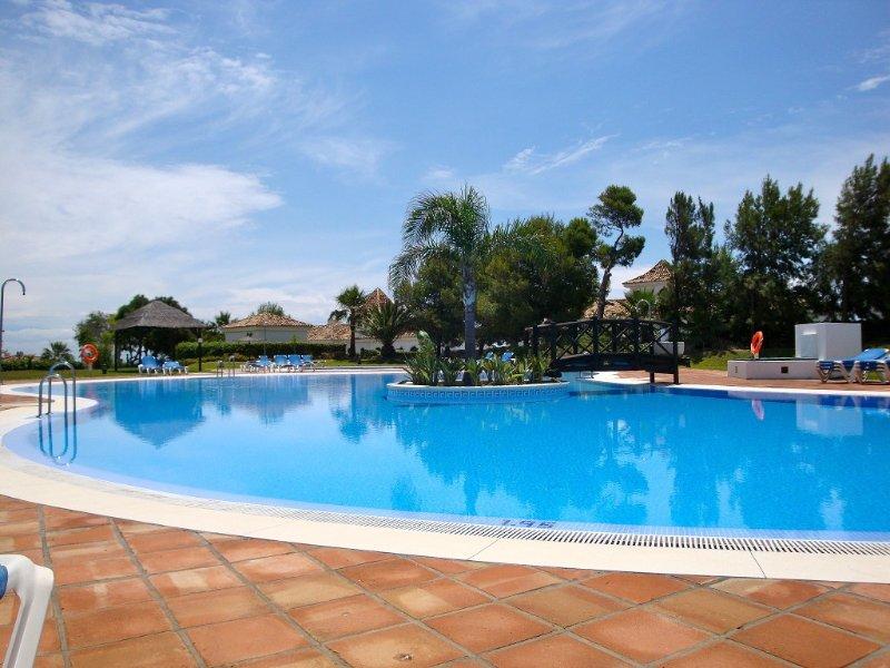 South facing apartment sea view  & free wi-fi, holiday rental in Manilva