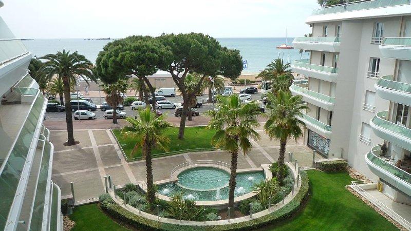 FRONT DE MER ! EMPLACEMENT PRIVILEGIE - APPARTEMENT NEUF - GRAND STANDING, Ferienwohnung in Fréjus