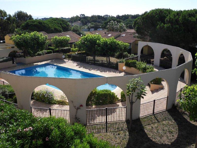Bel appartement avec piscine à 800m de la plage - résidence calme et arborée,, location de vacances à Hyères