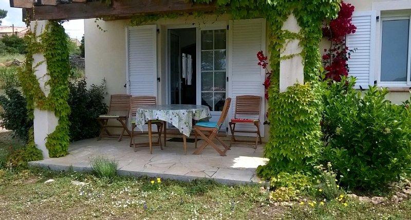 Serraggia Roccapina : maison spacieuse, à 20 mn de Sartène, à 30 mn de Bonifacio, holiday rental in Tizzano