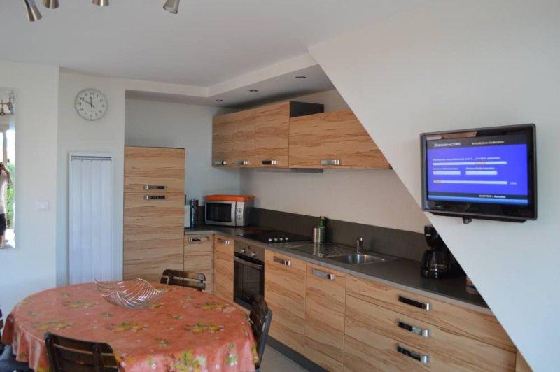 Sainte Maxime: Mazet, Duplex 6 personnes, jardin privatif, 200m grande plage de, location de vacances à Sainte-Maxime