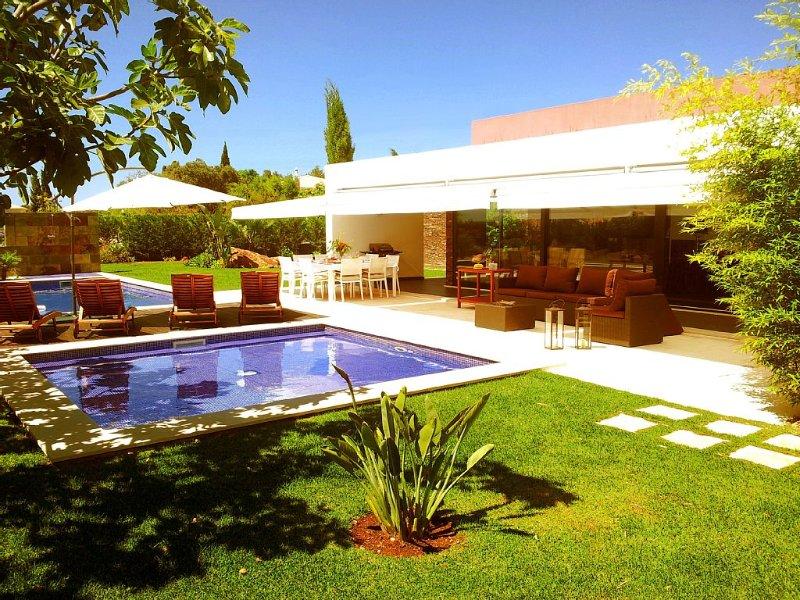 Elected one of the hottest villas for families by The Sunday Times, aluguéis de temporada em Portimão