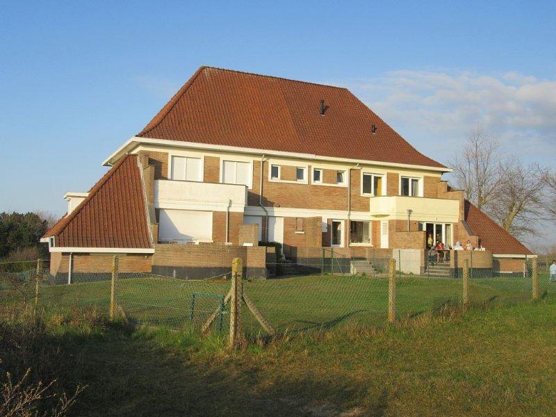 Boven op hoogste duin van de Belgische kust met panoramisch zicht, gratis wifi, aluguéis de temporada em Koksijde