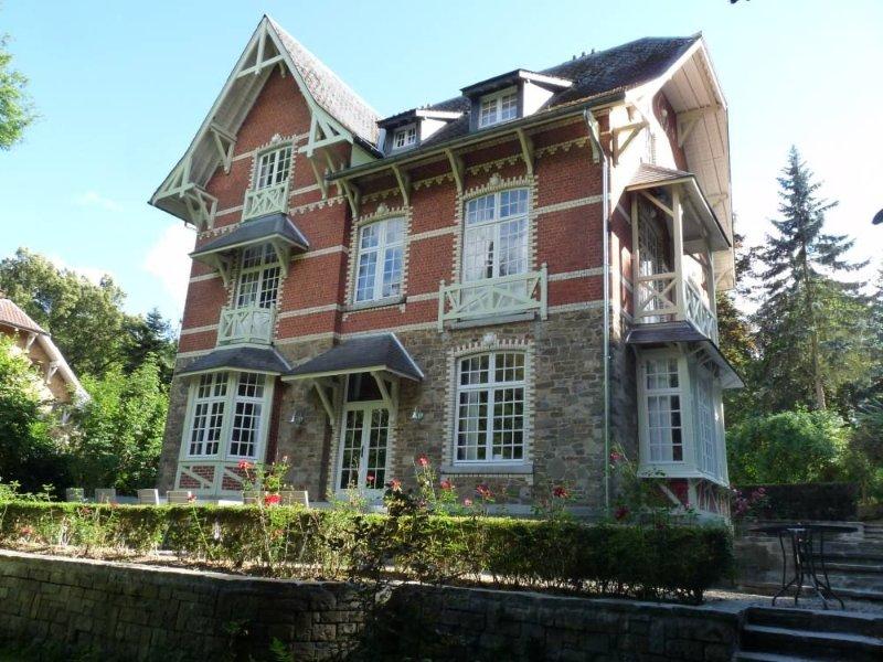 Magnifique  Villa de standing entièrement rénovée à Spa, holiday rental in Spa