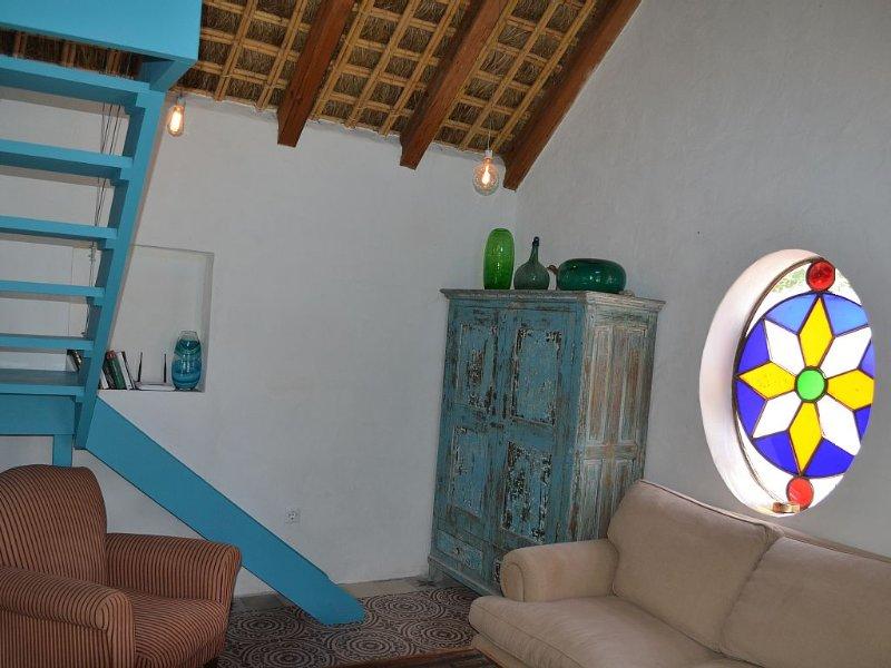 Chozo de paja de una habitación a 300m. en la playa paralela de Mangueta, holiday rental in El Palmar de Vejer