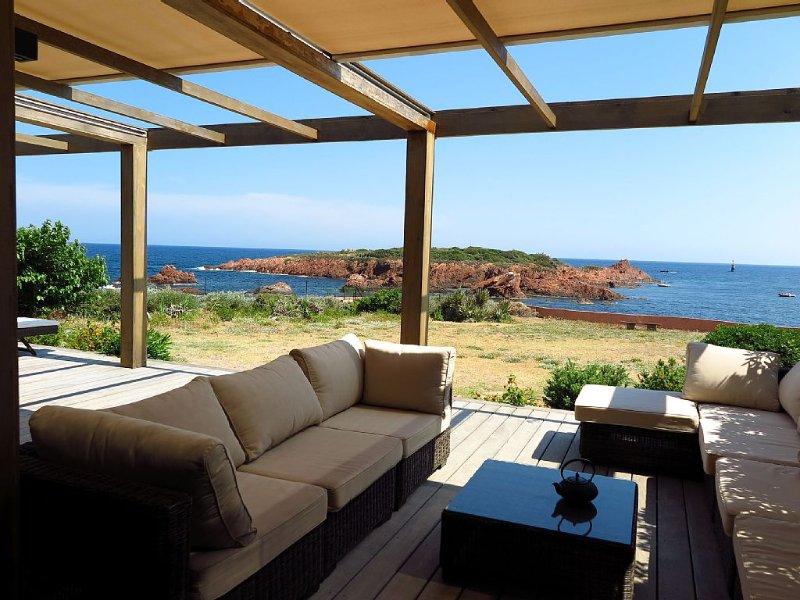 Cote d'Azur, Magnifique RDC villa pieds dans l'eau, accès mer privé, vue à 180°, vacation rental in Agay
