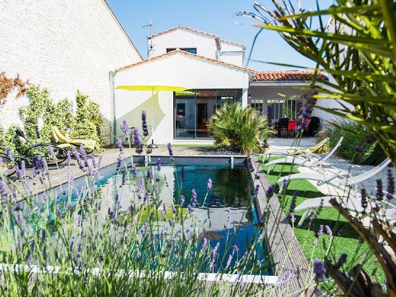 Villa moderne de 180 m² avec piscine chauffée et SPA  sur l'Ile de ré, holiday rental in Rivedoux-Plage