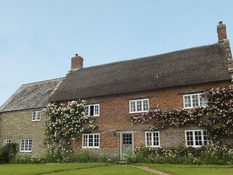 Country Farmhouse, Spacious Tranquil Family Hse Bridport/Sea/Jurassic Coast, location de vacances à Bradpole
