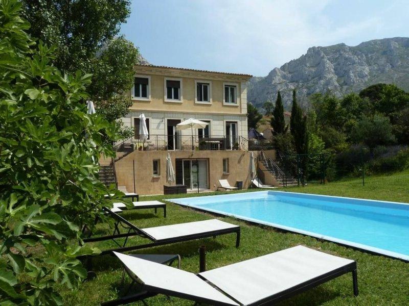 Belle villa avec piscine à Marseille cadre exceptionnel, casa vacanza a Marsiglia