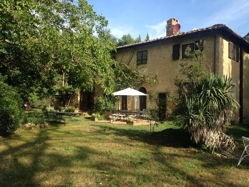 San Mario - secluded relaxation in a Tuscan stone house with excellent Wifi, holiday rental in Volterra