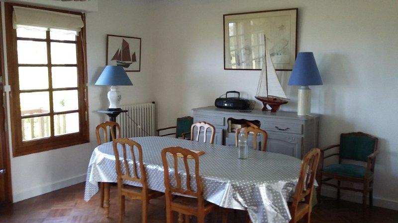 Maison familiale 10 personnes vue mer exceptionnelle. Cote de granit rose, location de vacances à Plougrescant