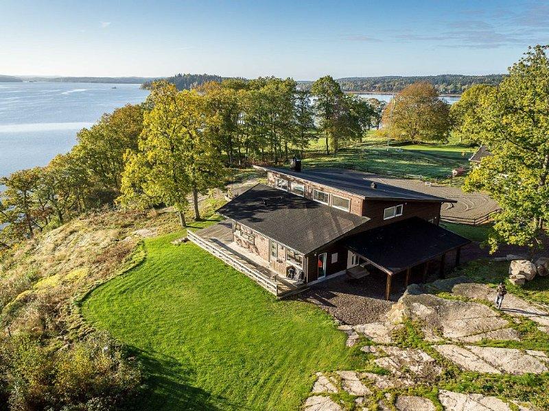 En pärla vid sjön Mjörn med panoramautsikt, 30 min till Göteborg o Int.flygplats, holiday rental in Alingsas
